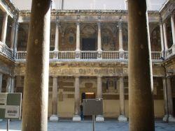Università_di_Padova,_palazzo_bo,_cortile_01